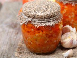 Lečo žiemai su ryžiais, pomidorais ir paprikomis