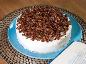 Cukinijų biskvito tortas su gaiviu maskarponės kremu