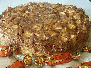 Greitas karamelinis obuolių pyragas su Rududu