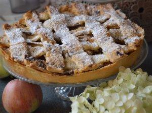 Cinamonu kvepiantis obuolių pyragas su traškiu viršumi