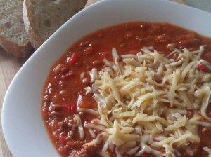 Pomidorų sriuba su faršu ir pupelėmis