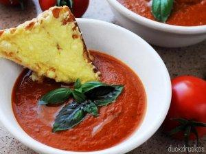 Trinta keptų pomidorų sriuba