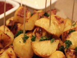 Keptos bulvės orkaitėje Patatas Bravas