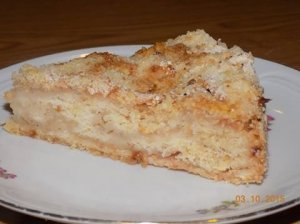 Obuolių pyragas su manais ir džiūvėsėliais