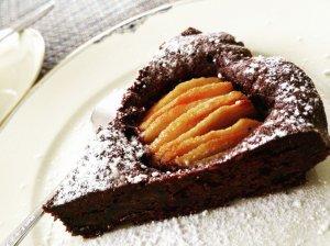 Šokoladinis pyragas su kriaušėmis