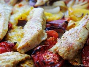 Sultinga orkaitėje kepta vištiena su pomidorais