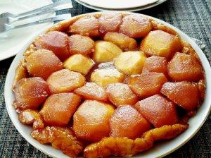 """Apverstas obuolių pyragas """"Tarte Tatin"""""""