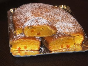 Morkų pyragas su džiovintais abrikosais