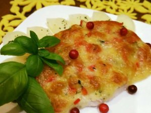 Vištienos kepsnys su daržovėmis ir sūriu