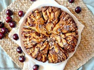 Šokoladinis obuolių pyragas su riešutais
