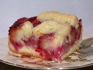 Slyvų pyragas su grietinės kremu
