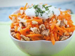 Morkų salotos su riešutais