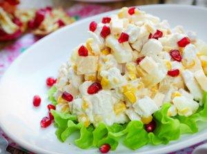Vištienos salotos su sūriu