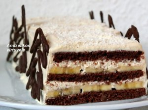 Šokoladinio bisvito tortas su varškės kremu ir bananais