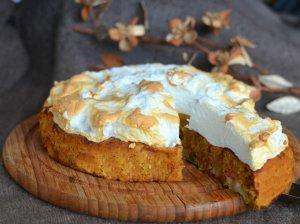 Firminis Renatos obuolių pyragas su morengo kepure