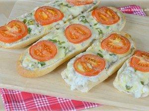 Vištiena ir sūriu įdarytas prancūziškas batonas