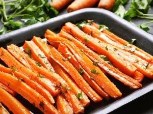 Morkų lazdelės fri morkos