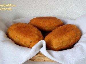 Pyragėliai keptuvėje su mėsa ir grybais