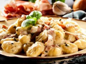 Bulvių virtinukai Gnocchi su grietinės ir šoninės padažiuku