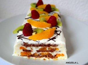 Greitas nekeptas sausainių tortas su jogurtiniu kremu ir vaisiais