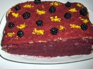 """Biskvitinis pyragas su gervuogių kremu - """"Gervuogynė"""""""