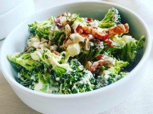Gaivios brokolių salotos su šonine