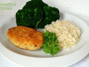 Žuvies maltinukai (kotletai) su lydytu sūriu