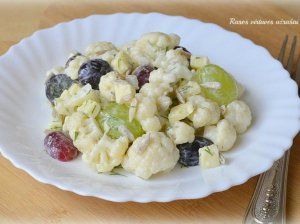 Žiedinių kopūstų (kalafioro) salotos su vynuogėmis