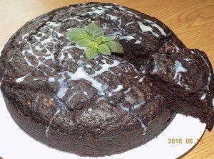 Drėgnas šokoladinis pyragas be kiaušinių