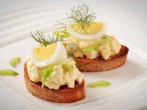Greita vištienos, kiaušinių ir sūrio užtepėlė