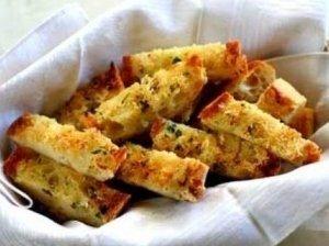 Česnakinė duona su parmezanu