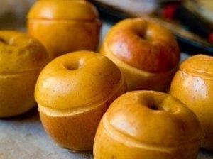 Aštria varške įdaryti kepti obuoliai