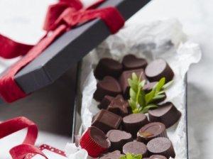 Šokoladiniai karameliniai saldainiai su pagardu