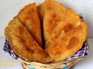 Jogurtinės tešlos pyragėliai su kumpiu ir sūriu