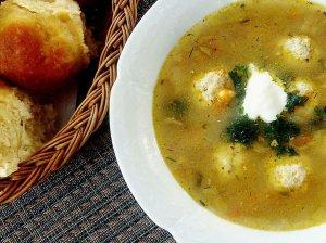 Perlinių kruopų sriuba su mėsos kukuliais