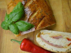 Duonelė su kumpiu ir sūriu