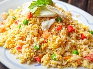 Kepti ryžiai su kiaušiniu