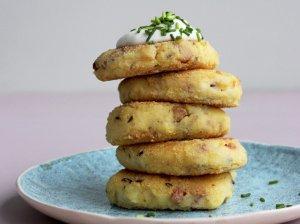 Bulvių košės kepsneliai blynai su šonine ir sūriu