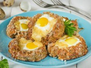 Mėsos lizdeliai su kiaušiniais orkaitėje