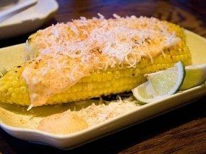 Grilyje kepti kukurūzai su ančo-avokado sviestu
