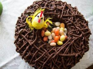 """Puošnus Velykinis tortas """"Lizdas"""" su varškės kremu"""