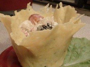 Salotos sūrio dubenėlyje