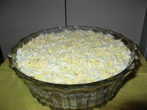 Sluoksniuota silkė su pievagrybiais ir kiaušiniais