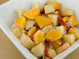 Vaisių ir saldžiųjų paprikų salotos