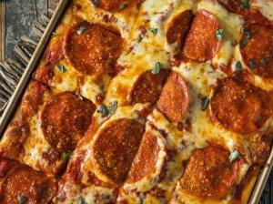 Greita pica orkaitėje be mielių ir minkymo