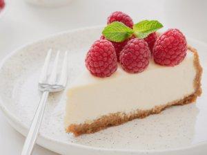 Nekeptas kokosinis jogurto tortas