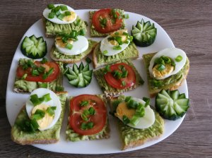 Vasariški pusryčiai su avokadu