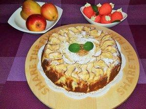 Drėgnas obuolių pyragas su desertine varške