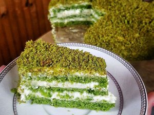 Špinatų biskvito tortas su Raffaello kremu