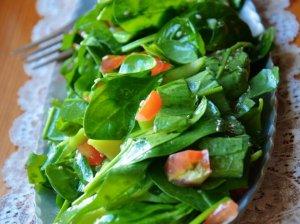 Salotos su rabarbarais ir pomidorais